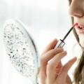 おしゃれな手鏡や可愛いコンパクトミラーが人気。おすすめブランド・通販まとめ