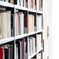 扉付き・スライド式の本棚が人気の通販サイト集。コミック収納にもおすすめ
